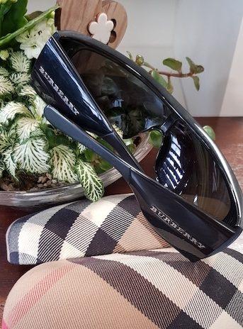 Sonnenbrille Burberry in Schwarz