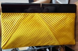 Clutch Reiss in Gelb Textil