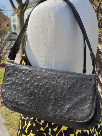 Schwarze Tasche aus Straussenleder