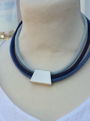 Kette in Blau aus Textil